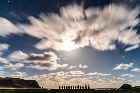 Moon rise at Easter Island thumbnail