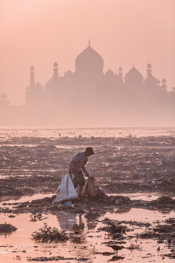 Behind the Taj Mahal thumbnail