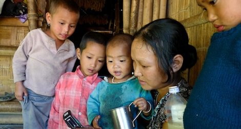 An Indian woman and her children from Kajõ