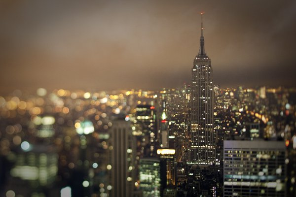 New York City's Empire State Building, taken during Earth Hour 2009 with its lights extinguished. thumbnail