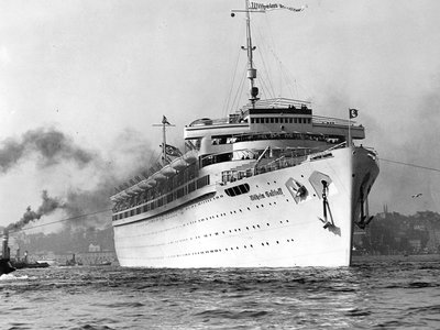 The Wilhelm Gustloff before its first departure in 1938 and after its test in the Hamburg harbor