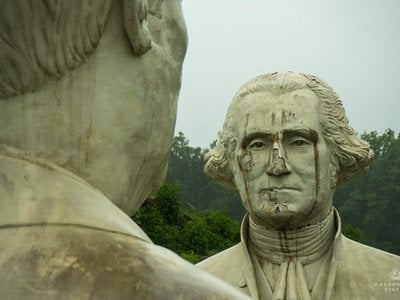 George Washington seems to be crying as he stares at FDR.