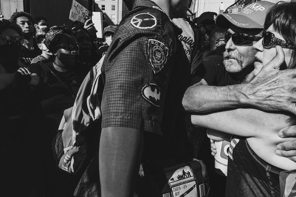A peacemaker stands between a man and wife and BLM protestors. thumbnail