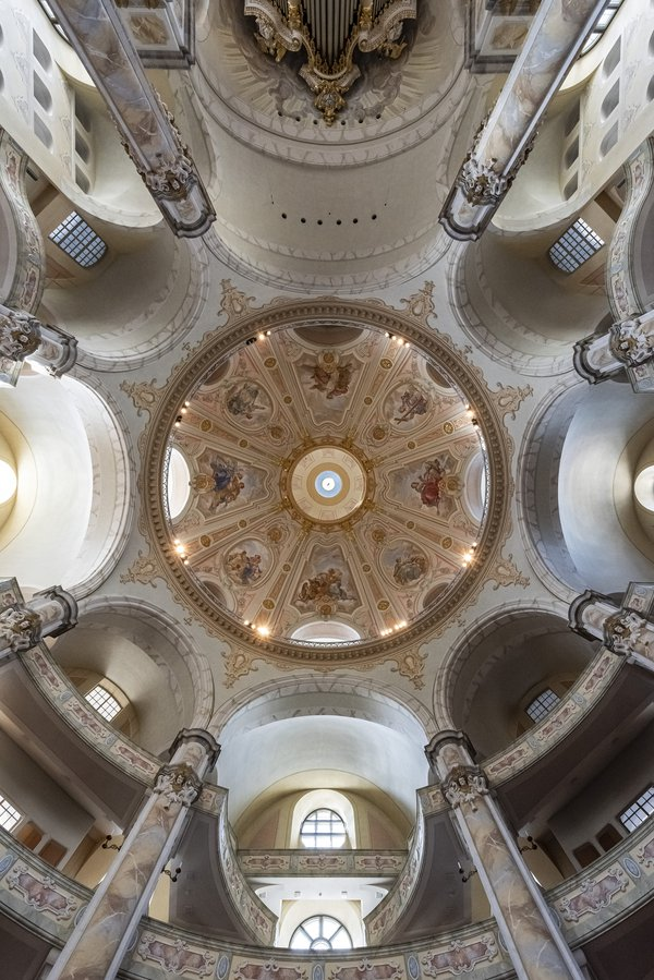 Interior of the Dresden Frauenkirche thumbnail