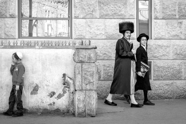 LIfe in Mea Shearim Jerusalem thumbnail