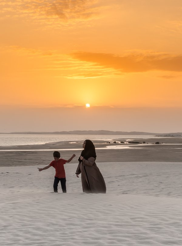 Sunset on the desert beaches of Qatar thumbnail