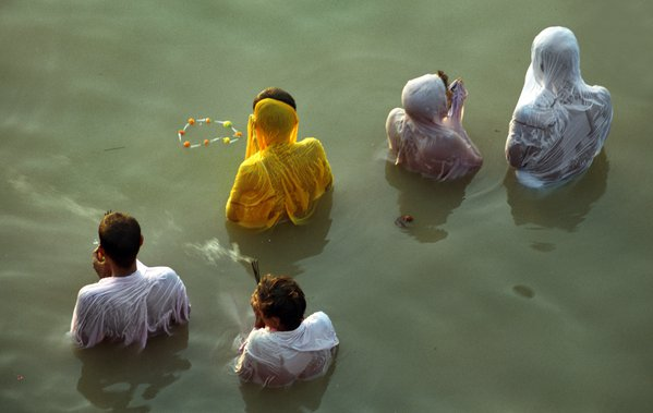title : PRANAM. prayer of god in ganges river. thumbnail