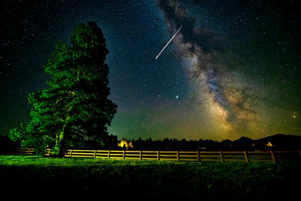 Perseid meteor at Black Butte Ranch, Oregon thumbnail