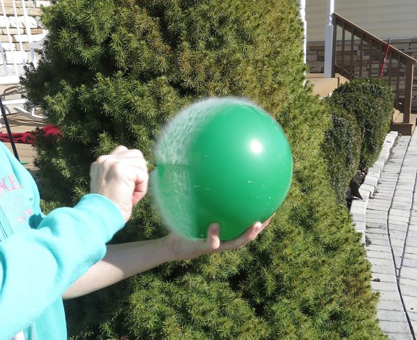 water balloon popping thumbnail