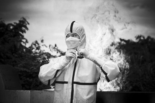 Undress The PPE suit thumbnail