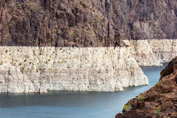 High water mark, reached in 1983, continues to drop at Lake Mead. thumbnail