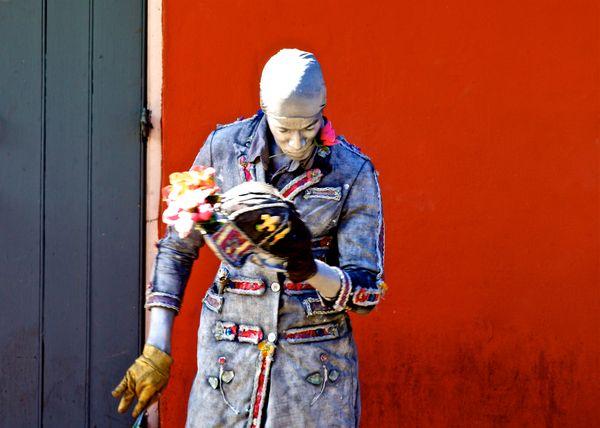 Street Artist in New Orleans thumbnail