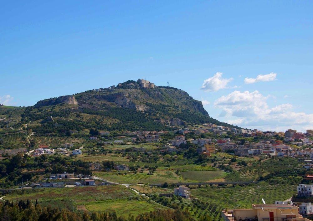 Prehistoric Wine Reveals Missing Pieces of Ancient Sicilian Culture