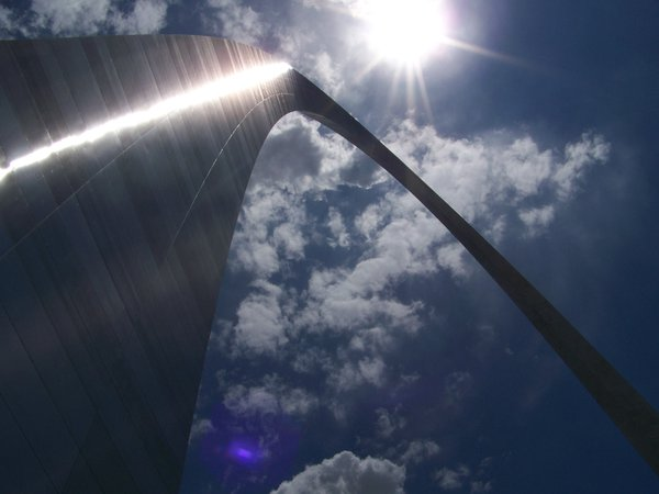 The towering St. Louis Arch in the bright summer sky thumbnail