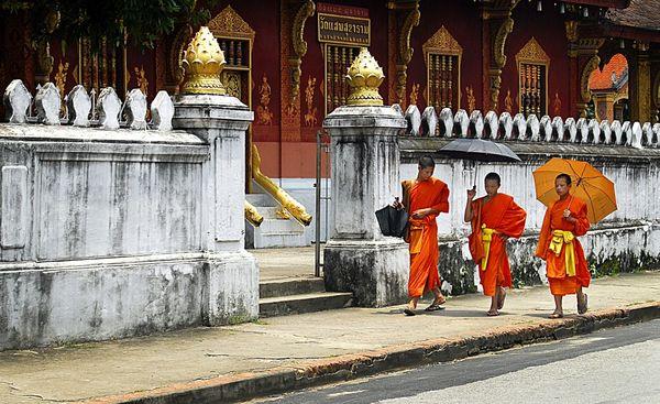 The photo represent three monks thumbnail