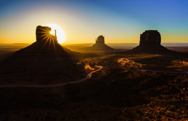 Perfect Monument Valley Sunrise thumbnail