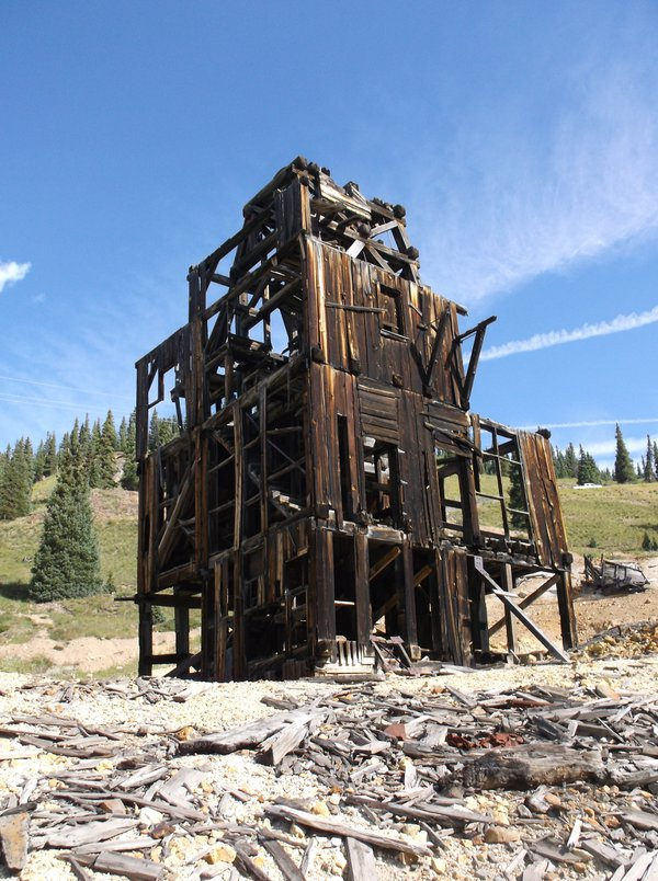 Old mine building in the San Juan Mountains thumbnail