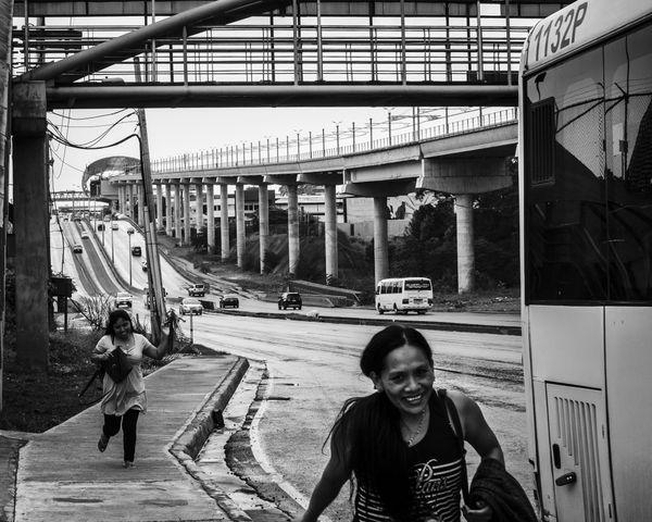 Women run to take the bus thumbnail