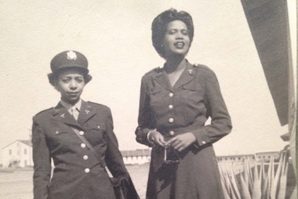 Elinor Powell (right) with a fellow nurse at POW Camp Florence in Arizona, circa 1944-1945