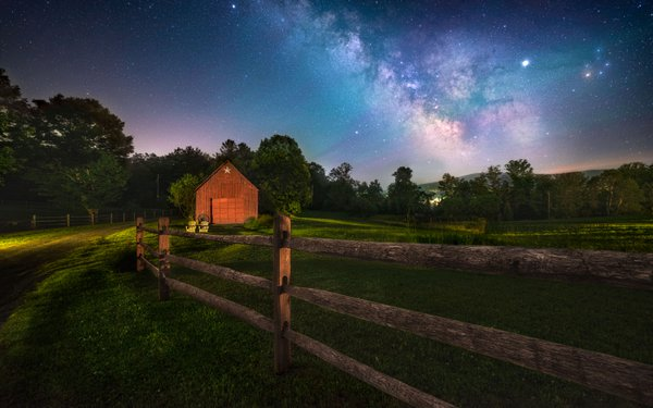 Milkyway rising over star barn thumbnail