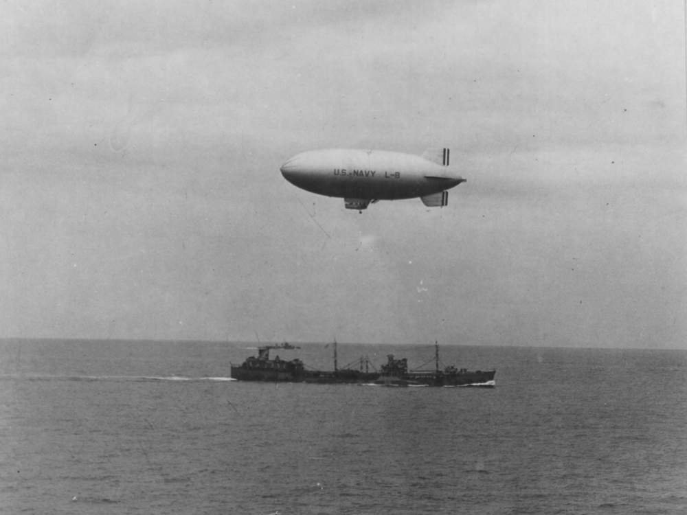 US Navy blimp L-8 in flight to drop off supplies to the Doolittle Raiders off the coast of California. (U.S. National Archives and Records Administration)