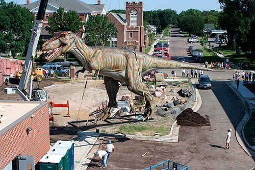 20110520083234giant-t-rex-dinosaur-520.jpg