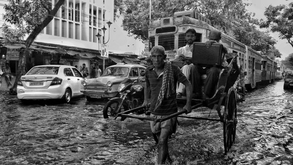 Monsoon,people and Calcutta thumbnail