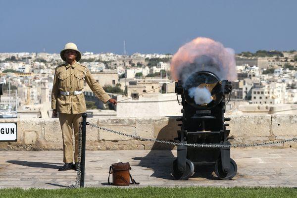 Valletta Noon Gun Firing thumbnail