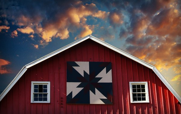 Barn with Barn Quilt at Sunset thumbnail