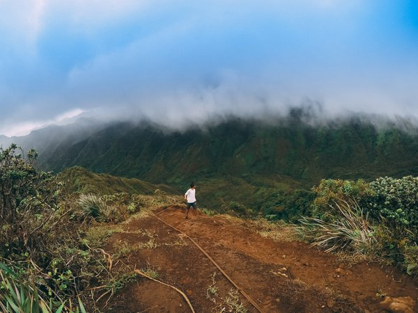 Hiking in Koolau Mountain Range, Hawaii thumbnail