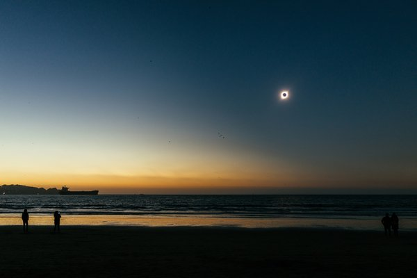 Totality, seen from the beach. Coquimbo, Chile. thumbnail