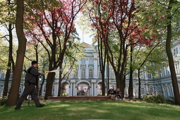 2016-05-13 St. Petersburg, watering the grass thumbnail