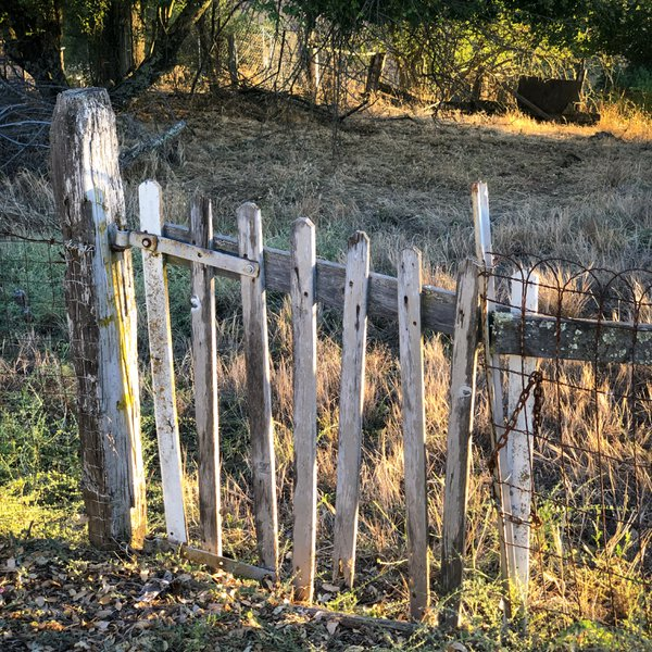A simple gate thumbnail