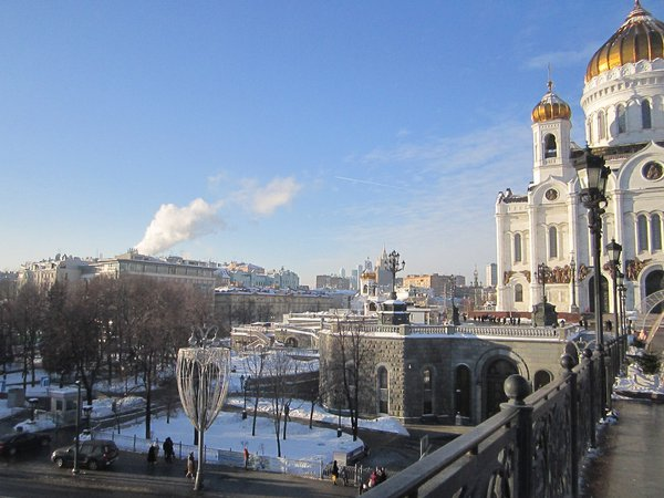 A sunny day in vibrant Moscow thumbnail