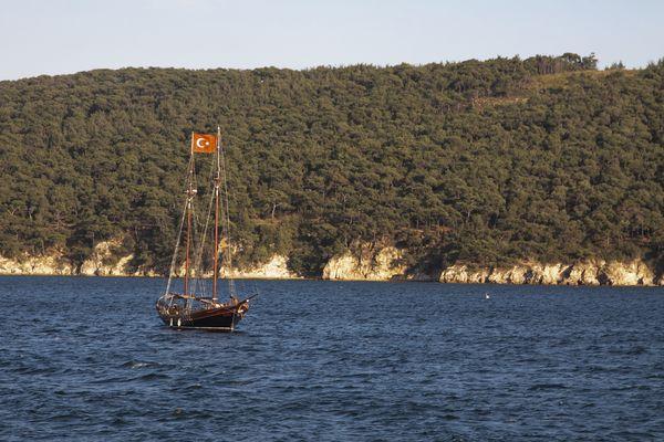Boat on the sea of Marmara thumbnail
