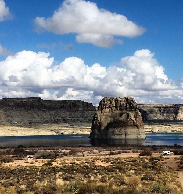 """The """"Lone Rock"""" in Lake Powell in Arizona thumbnail"""