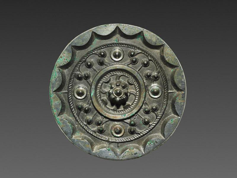 Bronze mirror dated to Han dynasty