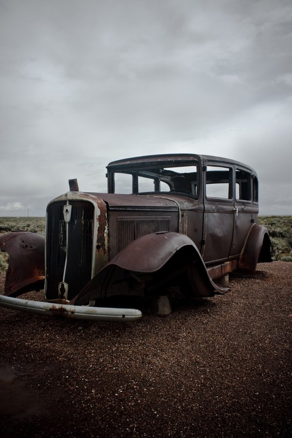 Rusted old car on historic route 66 near Holbrook, AZ. thumbnail