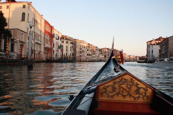 Sunset Gondola in Venice thumbnail