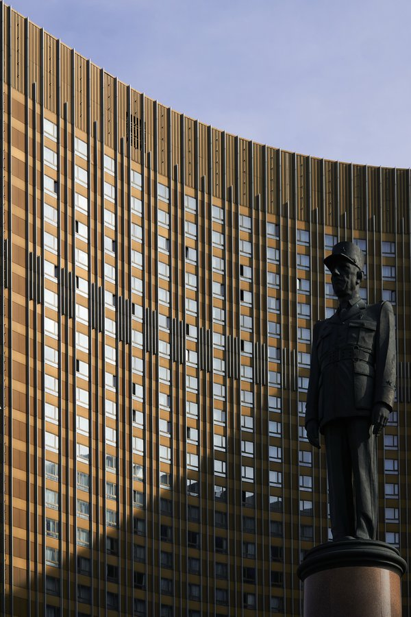 Monument to French President Charles de Gaulle and Cosmos Hotel in Moscow thumbnail