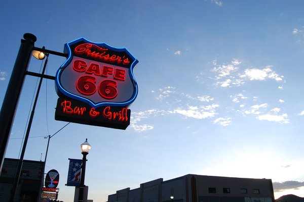 A classic Route 66 neon sign thumbnail