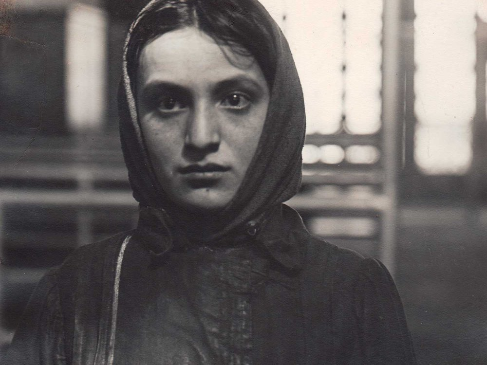 Young Jewess Arriving at Ellis Island / Lewis Wikes Hine / 1905 / Courtesy Alan Klotz Gallery / Photocollect, Inc. / New York City
