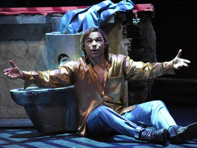 """Tom Randle plays Macheath, or """"Mack the Knife,"""" in a production of Benjamin Britten's The Beggar's Opera."""