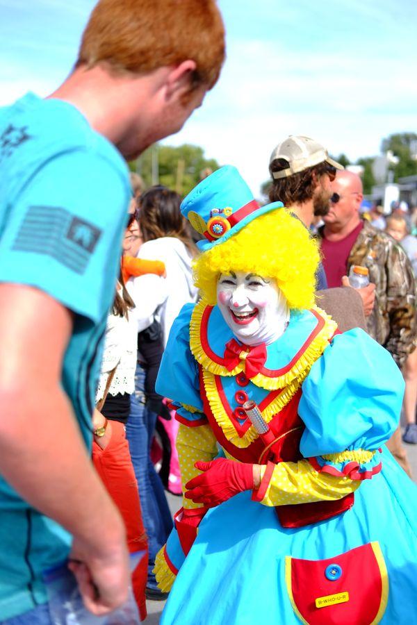 A friendly clown telling jokes thumbnail