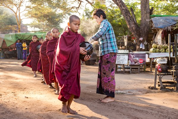 Rice donation to the Buddhist monks thumbnail
