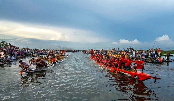 Traditional boat race  of Bangladesh thumbnail