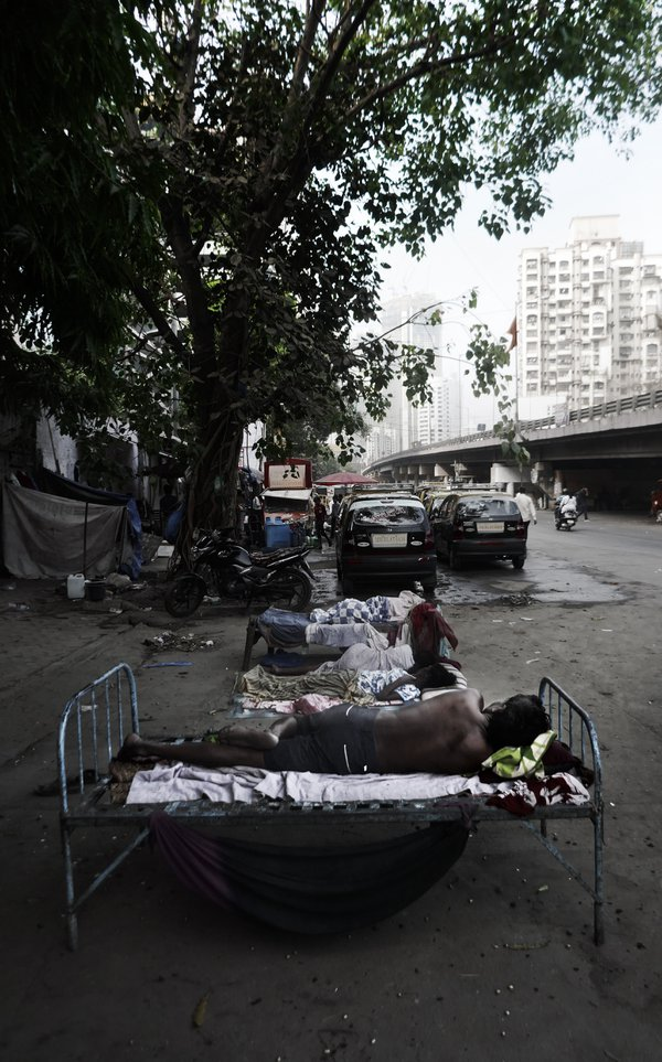 a bed on the street in Mumbai thumbnail