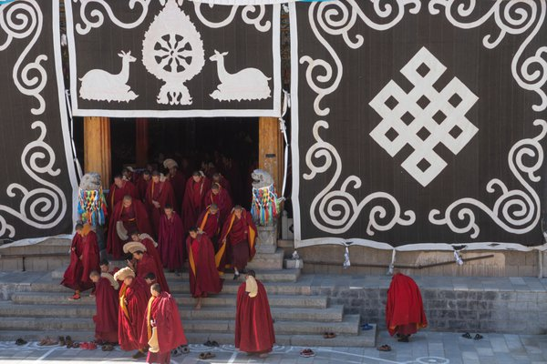 Buddhist Monks in Dequin thumbnail