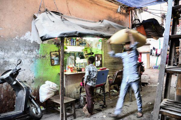 Barber Shop in Dharavi thumbnail