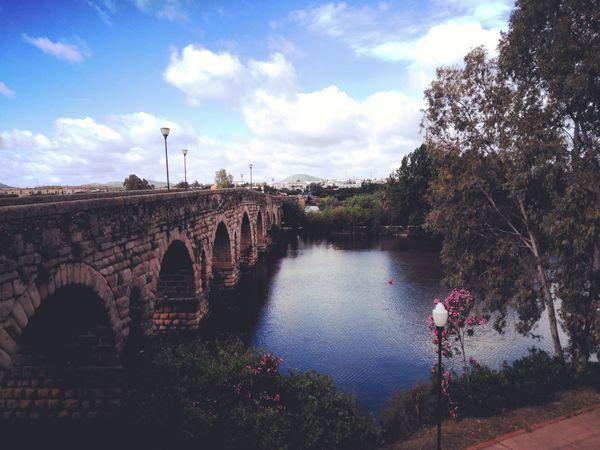 El Puente Romano en Mérida, España.  thumbnail
